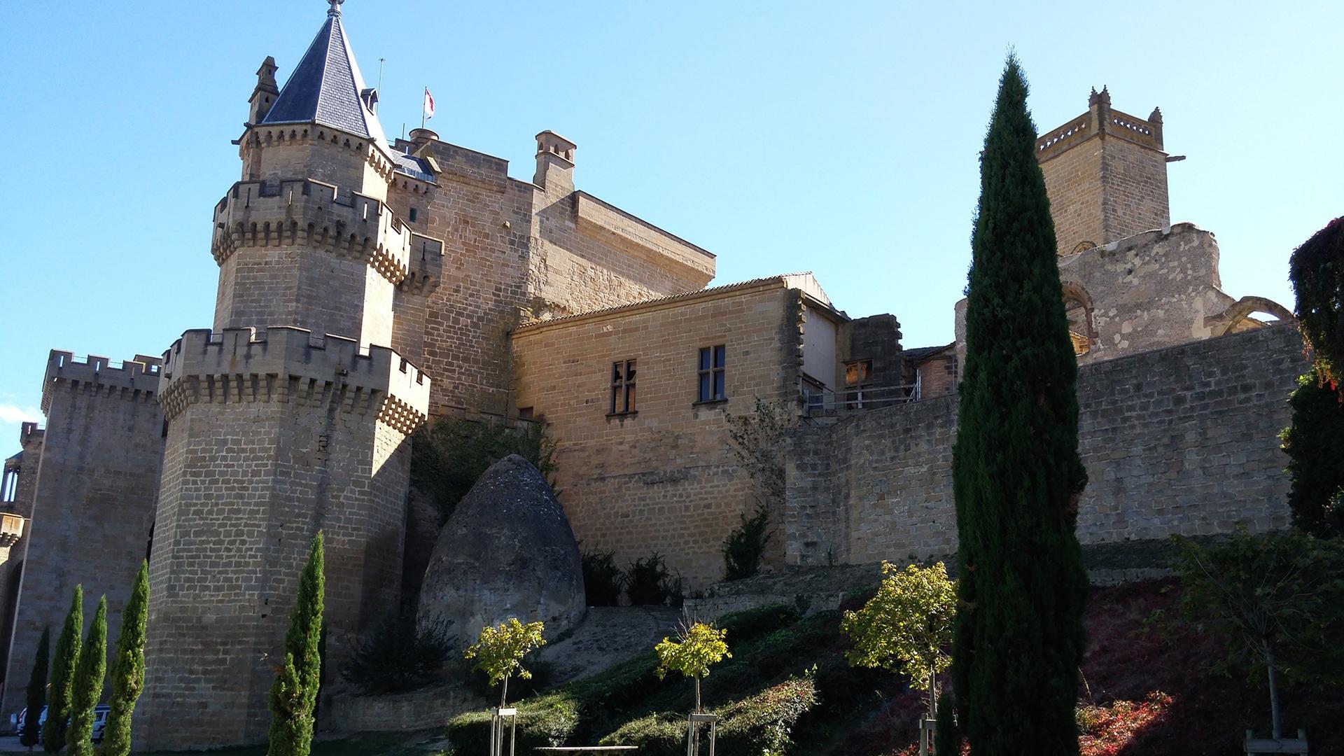 Castles_SpainInside_olite2